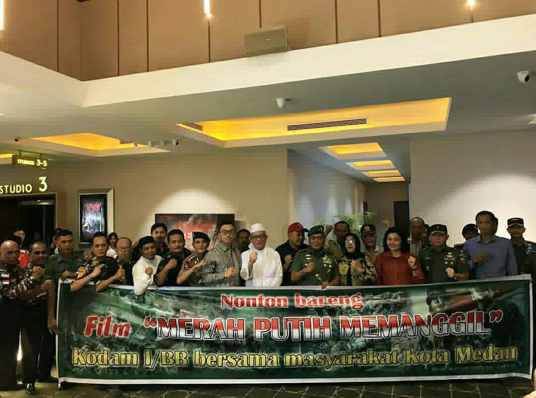 Prajurit Yonkav 6/NK Nonton Bareng Film Merah Putih Memamanggil