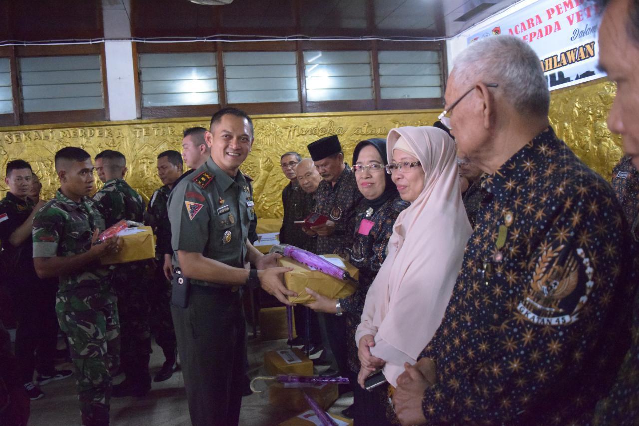 Keluarga Besar  Naga Karimata Gelar Acara Tali Asih kepada Veteran Pejuang 45